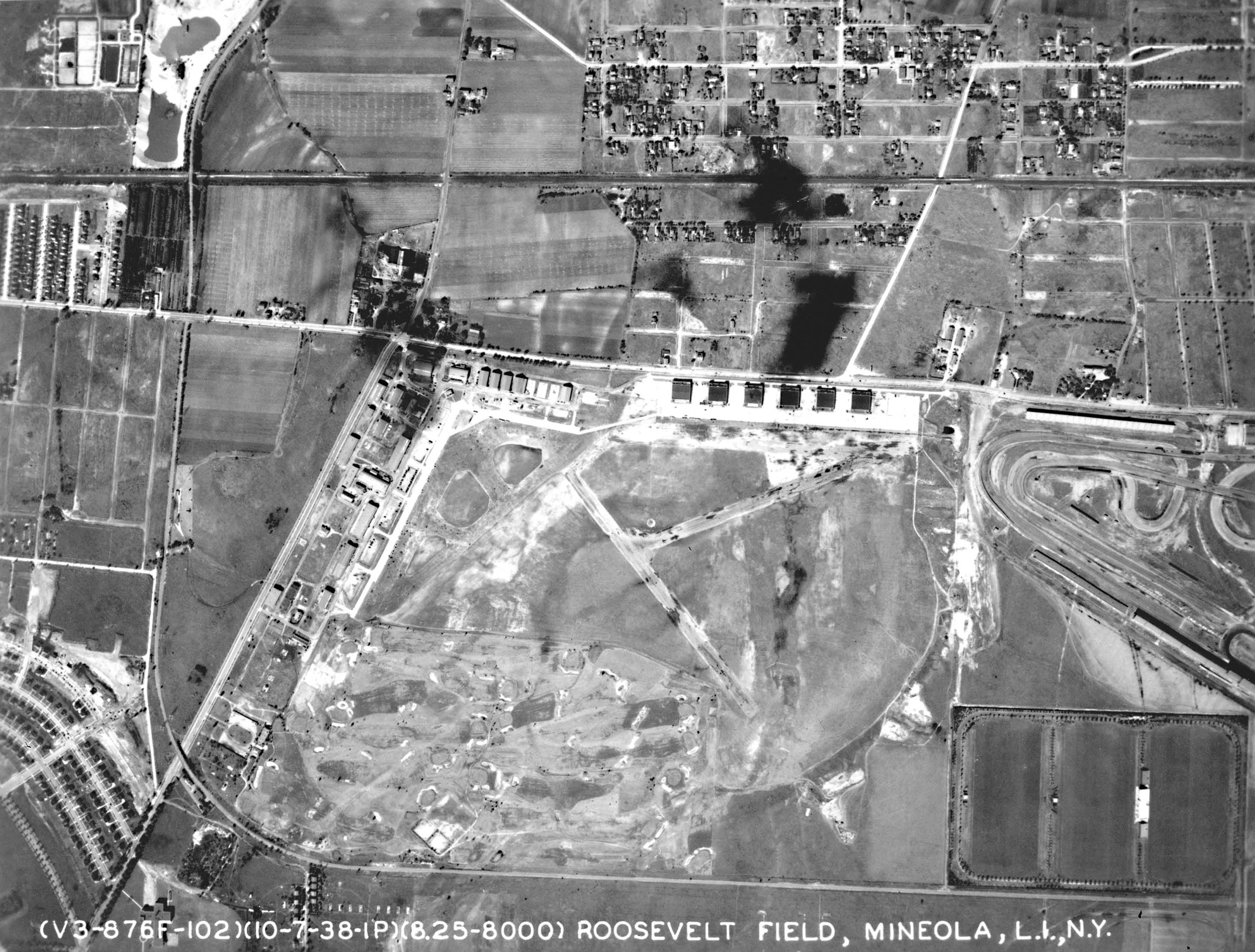 Vanderbilt cup races blog mystery foto 82 solved aerial view of mitchel field and for Roosevelt field garden city ny