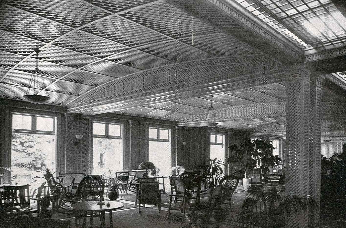 Vanderbilt cup races blog the garden city hotel in 1913 for Hotels on motor parkway long island